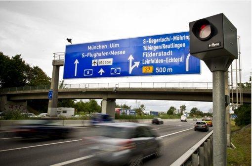 Die vier stationären Blitzer an der Autobahn 8 machten im Jahr 2015 mehr als 780000 Aufnahmen. Nicht alle konnten verwendet werden. Foto: Lichtgut/Max Kovalenko