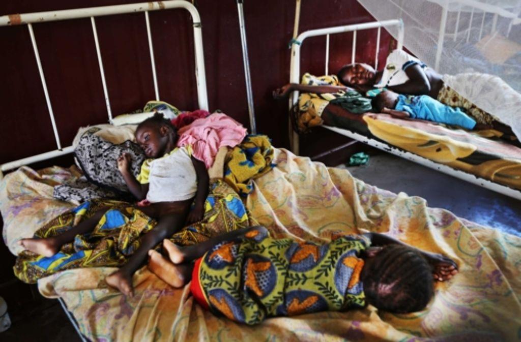 Flüchtlinge aus Zentralafrika in einem Auffanglager in Bossangoa. Foto: Medecins sans frontiers/dpa