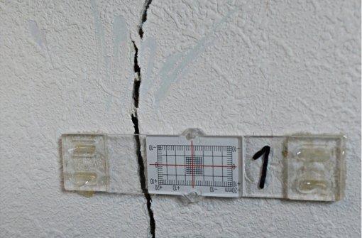 Erdwärmebohrungen stehen  im Verdacht, die Ursache für die Erdhebungen im Böblinger Stadtgebiet zu sein. Dabei sind an zahlreichen Gebäuden Risse entstanden. Foto: dpa