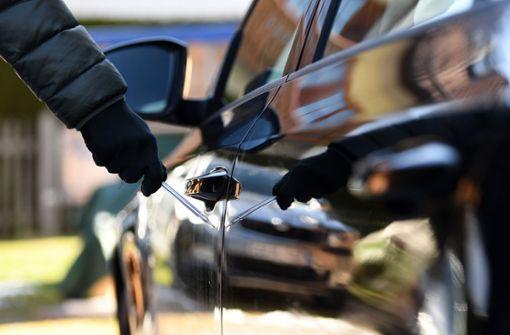 Frau zerkratzt mehrere Autos – 50.000 Euro Schaden