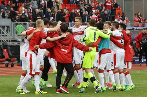 Als 20 000 VfB-Fans das Nürnberger Stadion zum Hexenkessel machten
