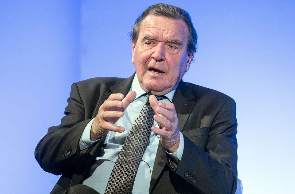 """Er ist grauer geworden, doch ein weiser """"Elder Statesman"""", der über den Dingen schwebt, wird aus Gerhard Schröder wahrscheinlich nie. Foto: dpa"""
