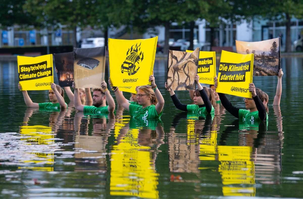 Greenpeace-Demonstranten vor der IAA-Automesse in München. Foto: dpa/Sven Hoppe