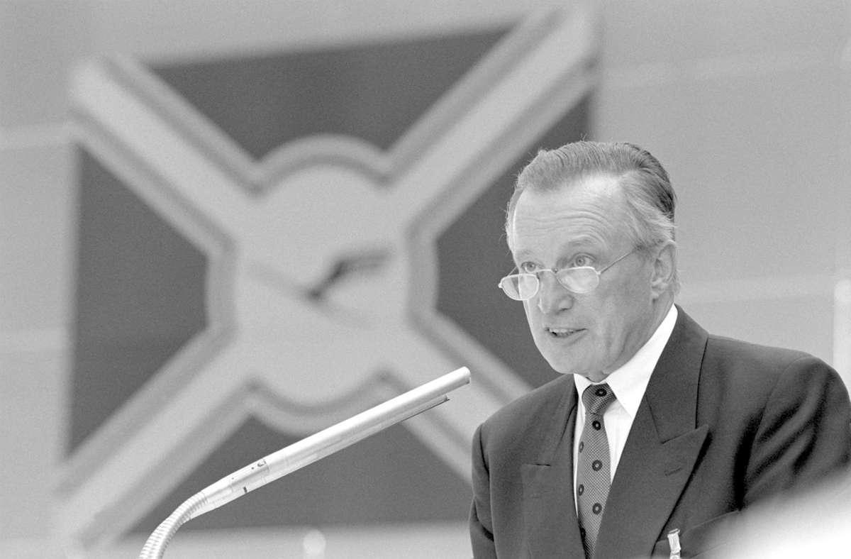 Der Sozialdemokrat und Metall-Gewerkschafter Heinz Ruhnau führte die damals noch staatliche Airline von 1982 bis 1991 und verantwortete einen starken Expansionskurs Foto: dpa/Kai-Uwe Wärner