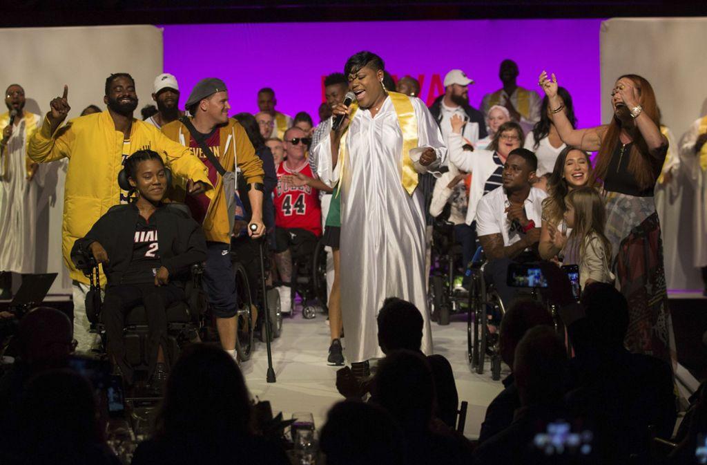 """Models mit Behinderungen hatten bei der New York Fashion Week innerhalb der """"Dreams Runway Show"""" einen großen Auftritt. Foto: AP"""