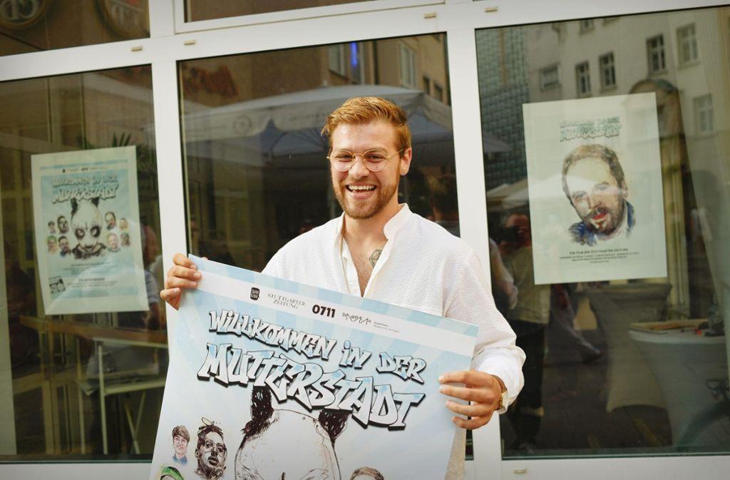 Künstler Hannes Kramer bei der Ausstellungseröffnung im Stuttgarter Stadtleben-Büro. Foto: Lichtgut/Max Kovalenko