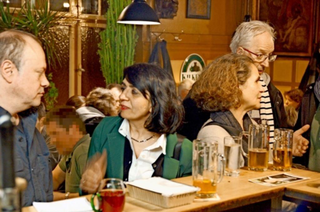 Mutherem Aras im Thekengespräch  im Traditionsgasthaus Foto: Sascha Schmierer