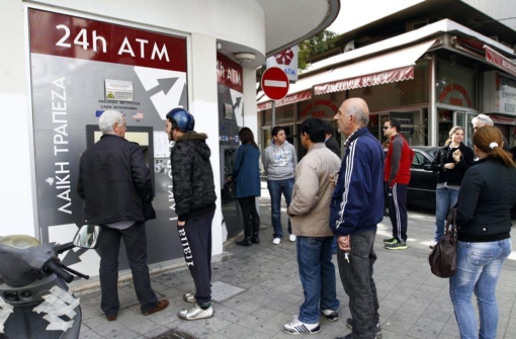 Zypern will den Staatsbankrott und ein Chaos bei den Banken abwenden. Noch am Freitagabend soll ein alternatives Rettungskonzept abgestimmt werden. Foto: dpa