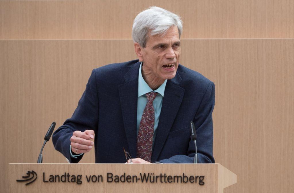 Im Mittelpunkt wird AfD-Politiker Wolfgang Gedeon wie hier in Stuttgart vorerst nicht mehr stehen. Foto: dpa