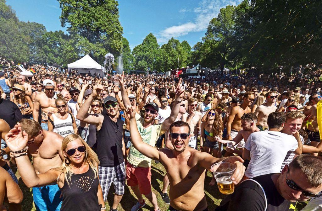Gute Stimmung in Gärtringen: Die Besucher des Wet-Festivals feiern  und tanzen im Sonnenschein Foto: factum/Archiv