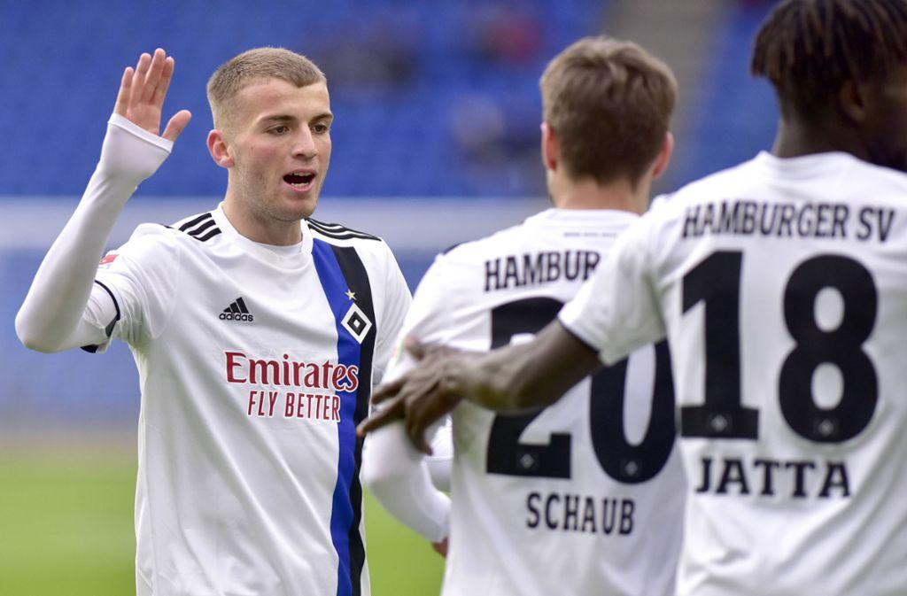 Der HSV verstärkt sich mit Jordan Beyer (li.) und Louis Schaub (mi.). Foto: imago/Pius Koller