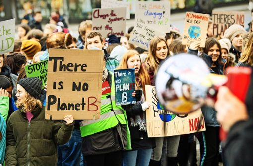 Schüler gehen für schärfere Klimapolitik auf die Straße