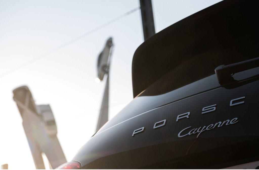 Die SUVs Porsche Cayenne und Porsche Macan sind bei den Kunden gefragt. Foto: dpa/Sebastian Gollnow