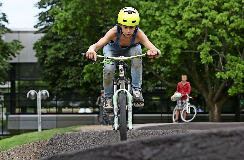 Die Pumptrack beim Schulzentrum ist ein beliebter Treffpunkt von Jugendlichen. Die  Radstrecke ist vom Jugendgemeinderat 2015 angeregt worden. Foto: factum/Archiv