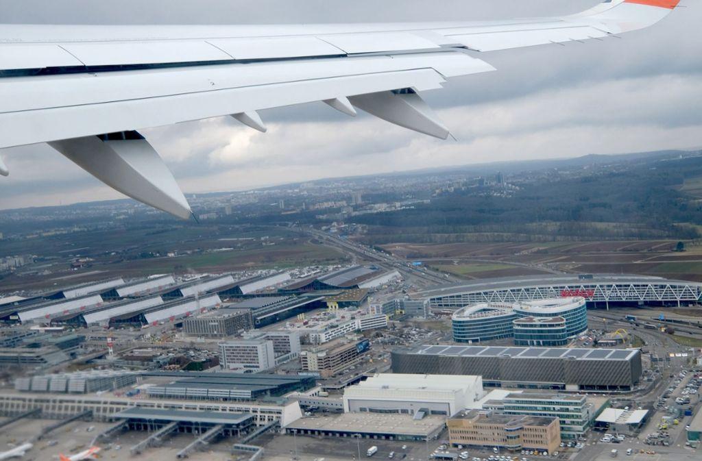 Aus der Luft bleibt der Flughafen Stuttgart weiterhin gut zu erreichen. Auf der Schiene sieht es hingegen vorübergehend nicht so rosig aus. Foto: dpa