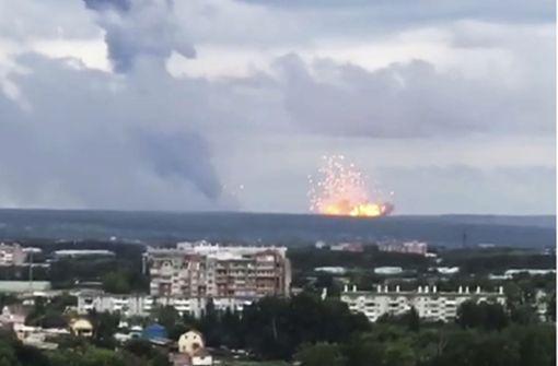 Brennendes Munitionslager treibt Russen in die Flucht