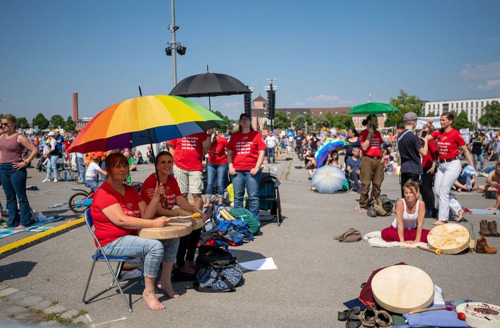 """Erneut folgten viele Bürger dem Protest der Initiative """"Querdenken"""" des Unternehmers Michael Ballweg. Foto: imago /Eibner//Sascha Walther"""