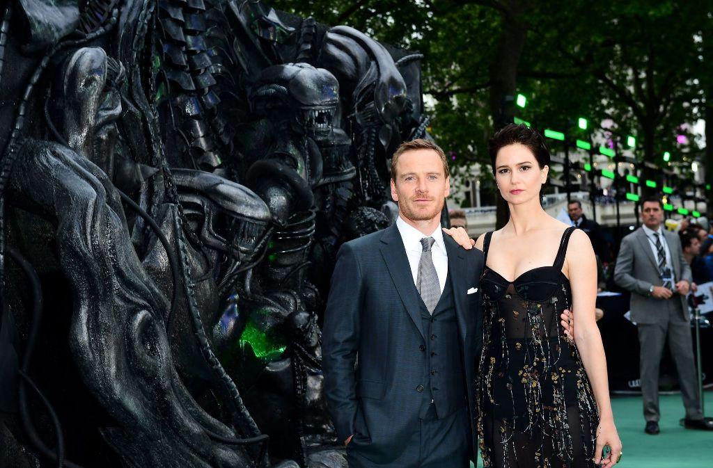 """Die Hauptdarsteller Michael Fassbender und Katherine Waterston bei der Weltpremiere von """"Alien: Covenant"""" in London"""". Foto: PA Wire"""