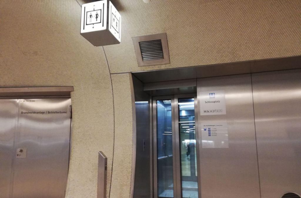Ein Aufzug führt an die Gleise an der Stadtbahnhaltestelle Schlossplatz.. Foto: Cedric Rehman