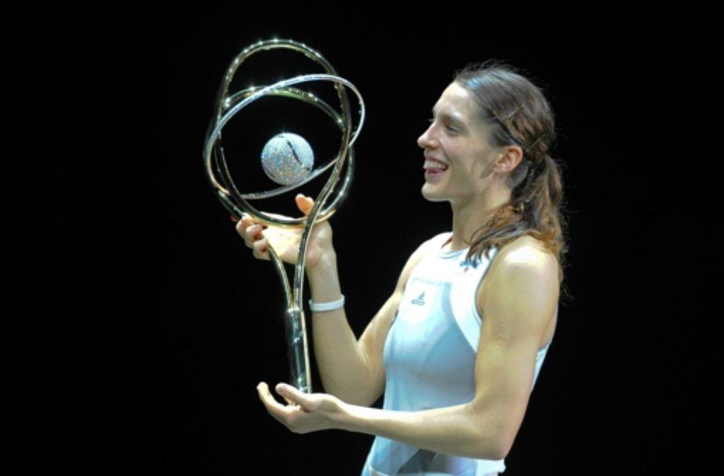 Andrea Petkovic mit dem Pokal von Antwerpen. Foto: dpa