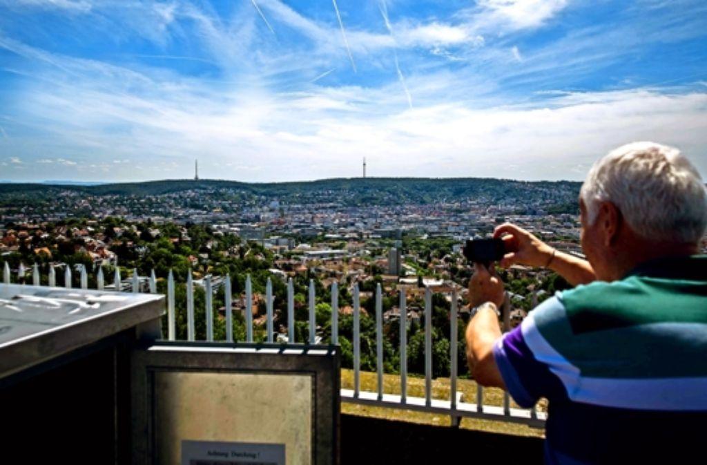 Beim Blick vom Bismarckturm kommt eine der teuersten Wohngegenden der Stadt in Sicht. Die Preise reichen inzwischen an die im Luxushochhaus Cloud No 7 heran. Foto: Lg/Kovalenko