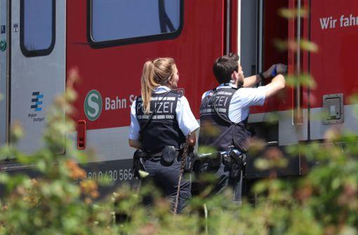 Mann wird von S-Bahn erfasst und stirbt