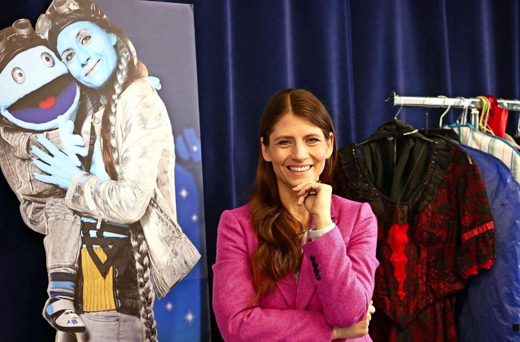 Petra Fröschle steht nicht nur als Magierin Roxanne auf der Bühne, sondern verzaubert als Alien auch Kinder. Foto: Eileen Breuer