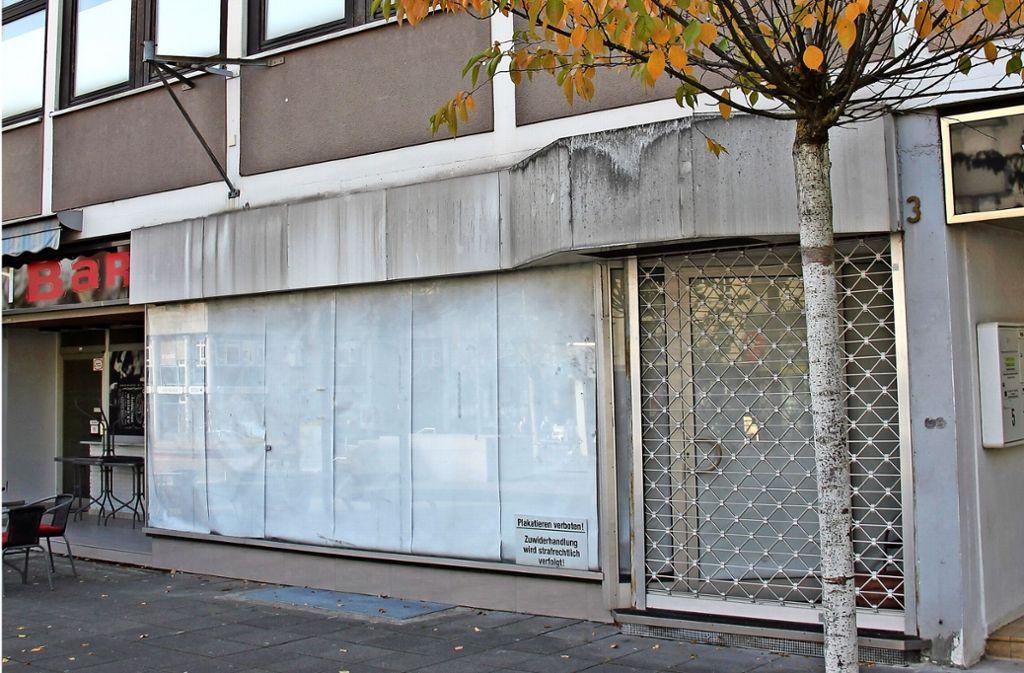 An der Unterländer Straße stehen einige Ladenlokale leer. Ein Förderprogramm der Stadt soll Abhilfe schaffen und die Einkaufsmeile neu beleben. Foto: Bernd Zeyer