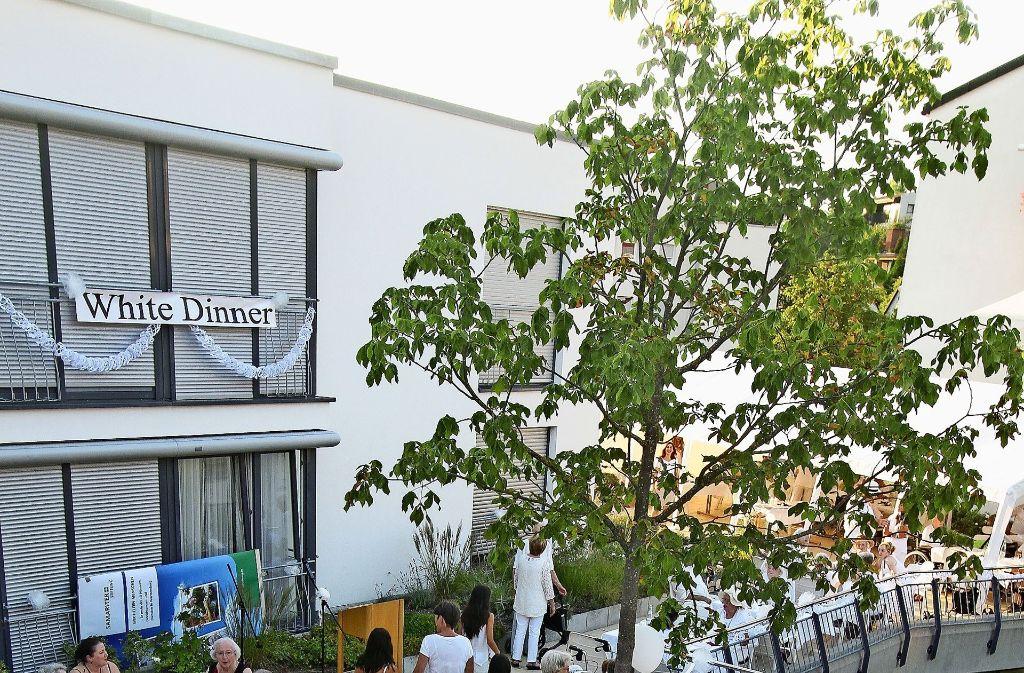 Ganz in Weiß feine Häppchen genießen – das gibt's  beim White Dinner. Foto: factum/Archiv