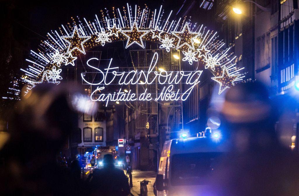 Der Weihnachtsmarkt in Straßburg wurde nach dem Anschlag abgeriegelt und ist auch am Tag danach noch geschlossen. Foto: dpa