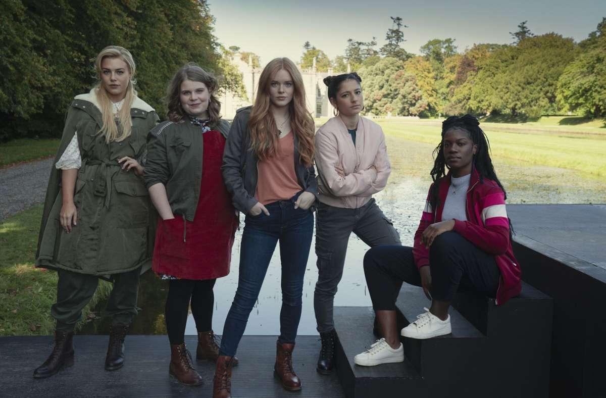 Feen-Quintett (von links):  Stella (Hannah van der Westhuysen), Terra (Eliot Salt), Bloom (Abigail Cowen), Musa (Elisha Applebaum) und Aisha (Precious Mustapha) Foto: Netflix/Jonathan Hession
