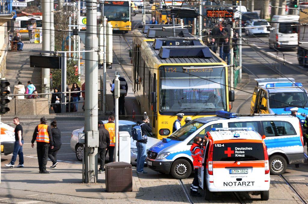 Ein Stadtbahnunfall in Bad Cannstatt sorgte am Donnerstag für Verkehrsbehinderungen. Foto: Andreas Rosar Fotoagentur Stuttgart