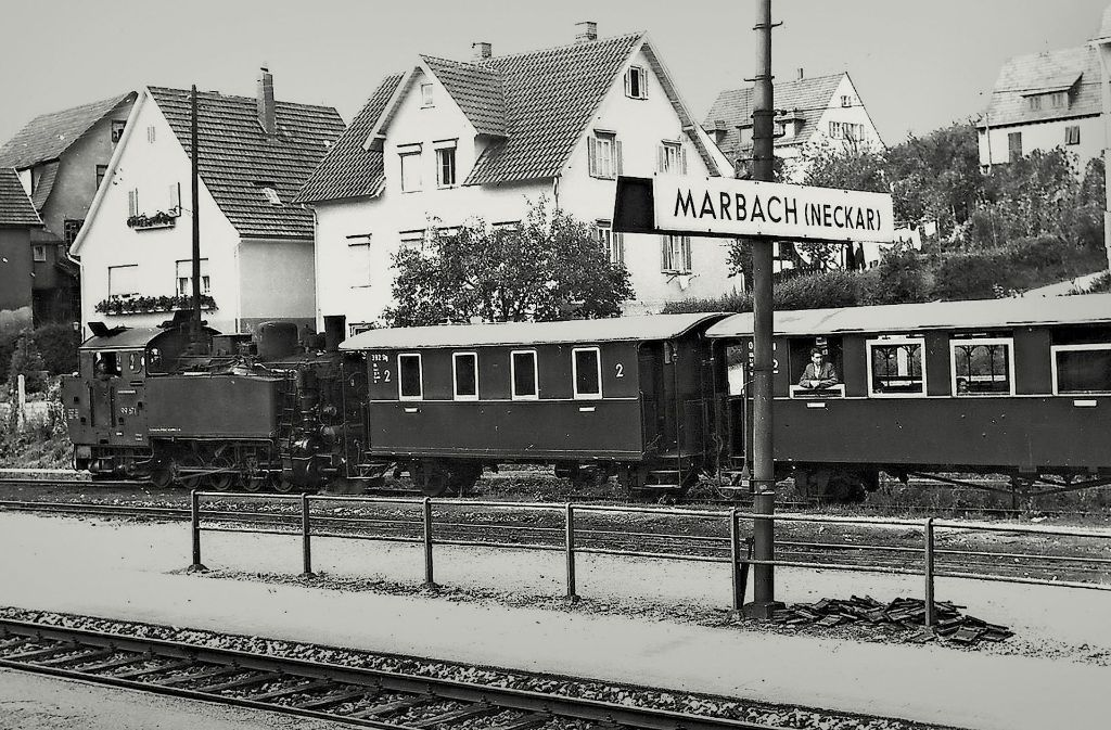 So sah es 1960 aus, als die Bottwartalbahn im Marbacher Bahnhof einfuhr. Bis 1990 gab es das Bähnle. Foto: Bürgeraktion Bottwartal
