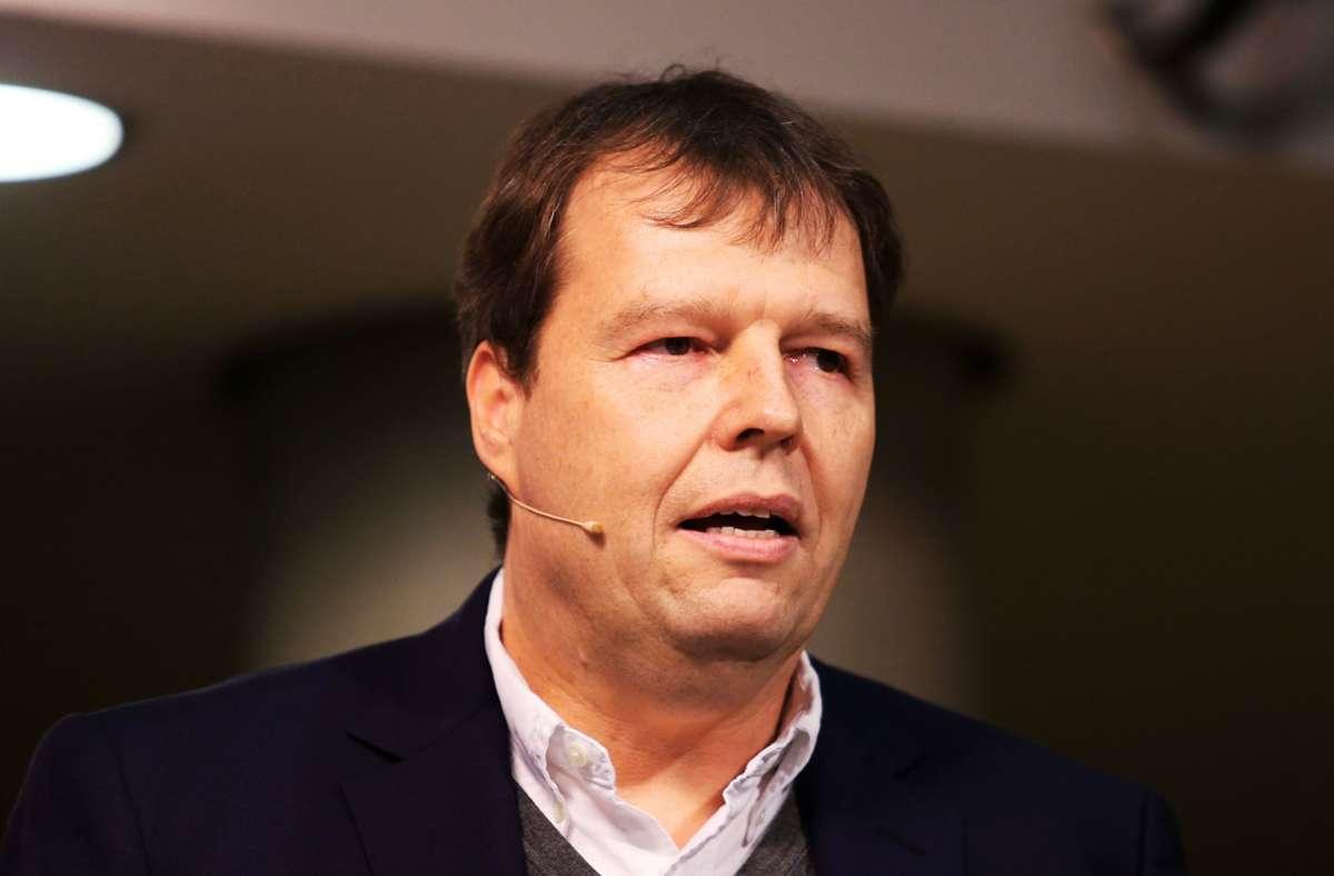 """VfB-Kommunikationschef Oliver Schraft soll das Treiben auf der Seite """"Fokus VfB"""" auf Facebook """"glaubwürdiges Guerilla-Marketing"""" genannt haben. Foto: Baumann"""