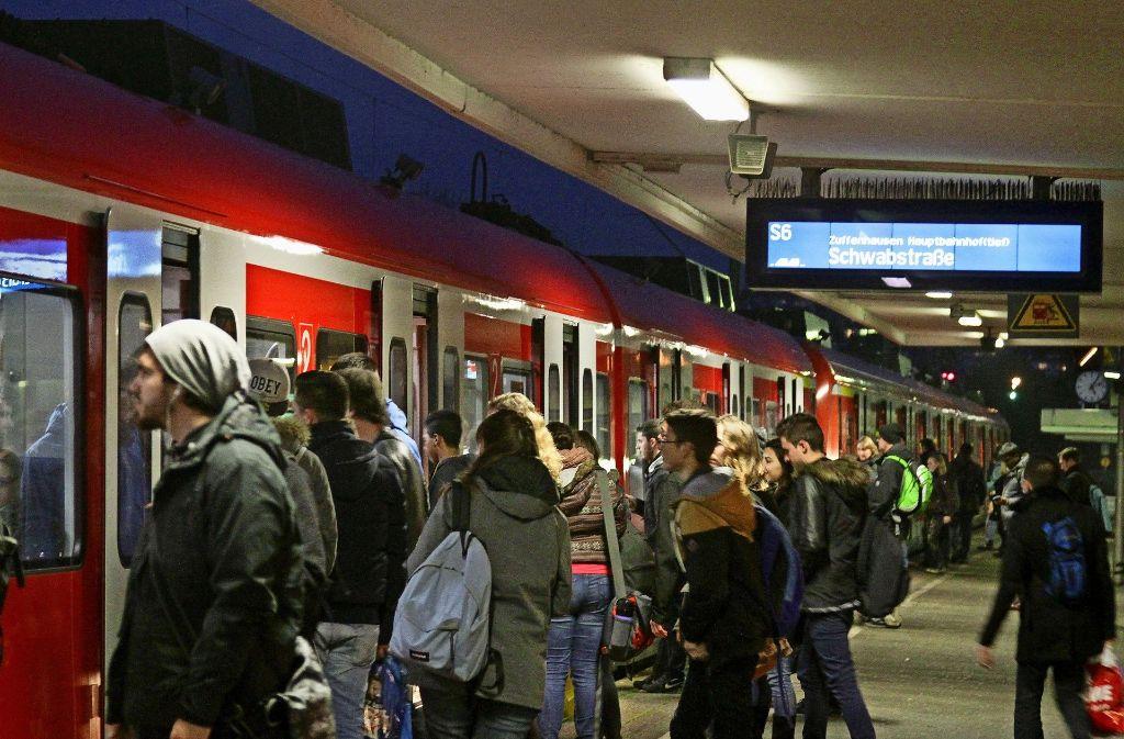 Im stark frequentierten Bahnhof  Leonberg soll  es unschöne Übergangslösungen wie Foto: factum/Granville