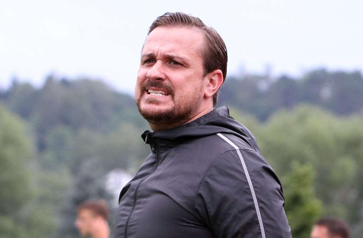 Wieder nichts. Für den Trainer Francesco Di Frisco und sein Team ist es die bereits dritte Spielabsage. Foto: Yavuz Dural