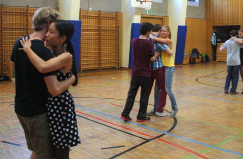 Den brasilianischen Tanz Forró kann man beim Hochschulsport lernen. Foto: Fiona Herdrich