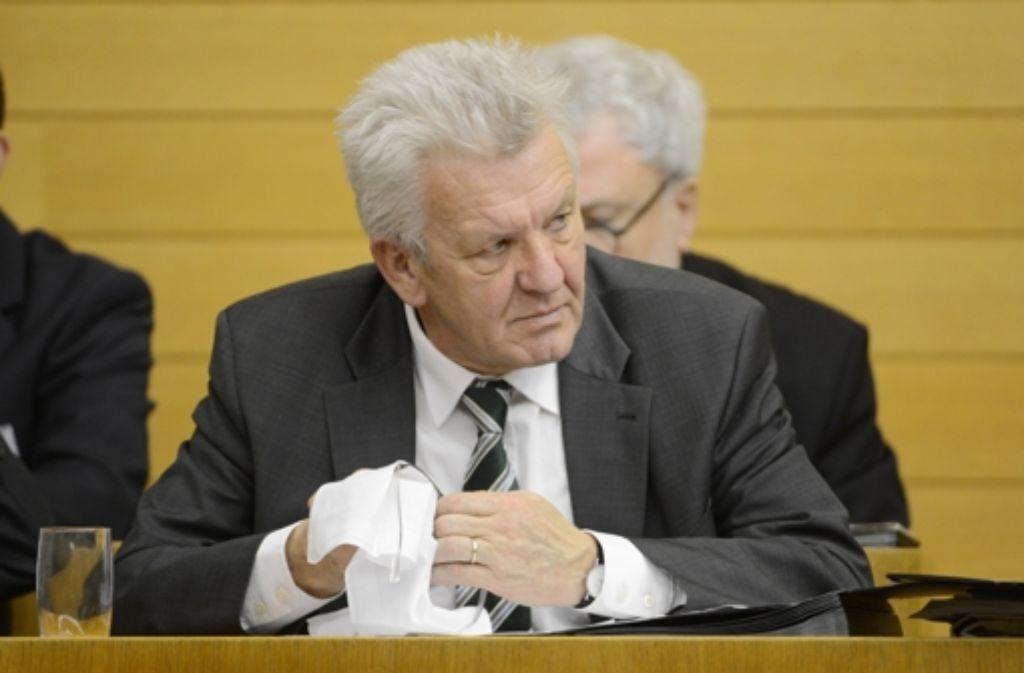 Der baden-württembergische Ministerpräsident schließt eine Klage gegen den Länderfinanzausgleich nicht aus. Foto: dpa