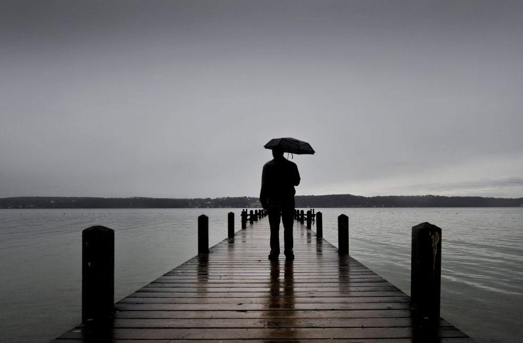Menschen, die alleine und dabei unglücklich sind, haben häufig  auch  körperliche Leiden. Foto: dpa