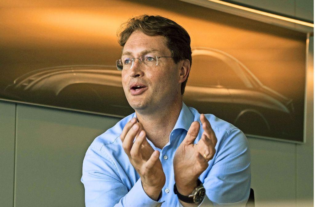 """""""Das Auto fährt wunderbar"""", schwärmt Mercedes-Entwicklungschef Källenius von der Fahrt mit einem Prototypen mit Brennstoffzellenantrieb. Foto: factum/Weise"""