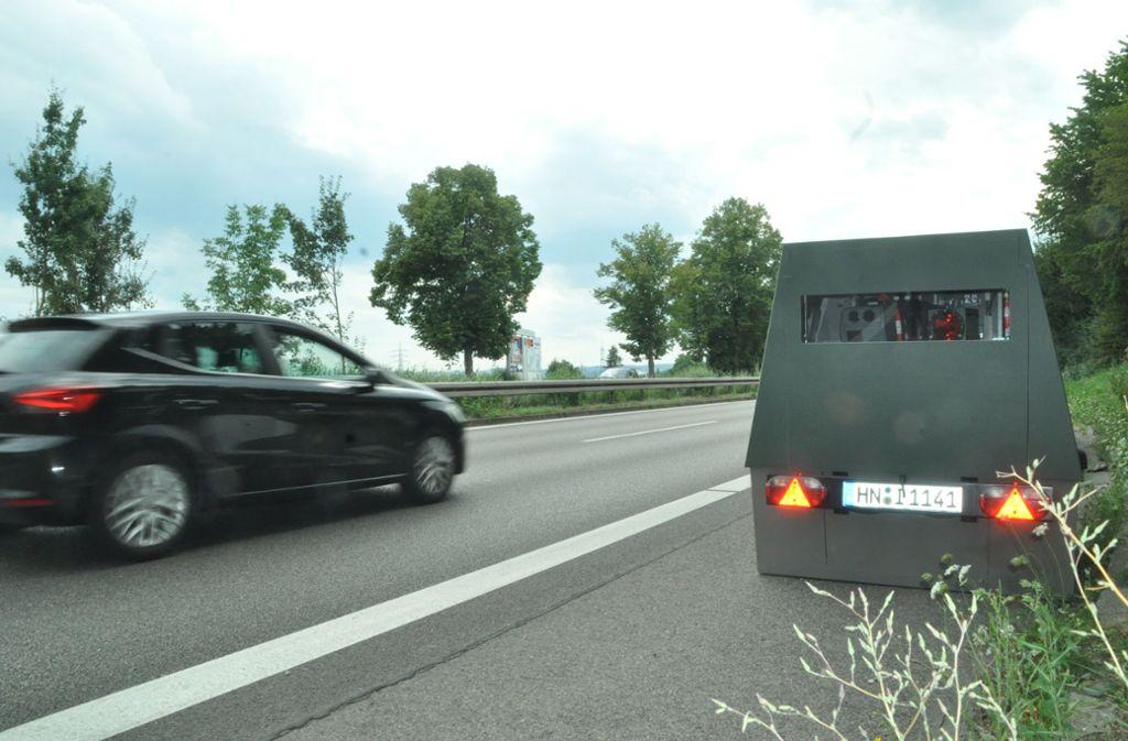 Achtung, Kamera: ein Enforcement Trailer an der B27 in Kornwestheim Foto: Peter Meuer