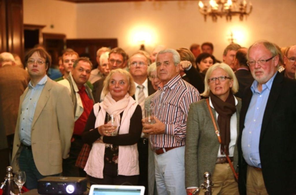 Lange Gesichter bei den Turner-Unterstützern im Ratskeller. Foto: Steinert
