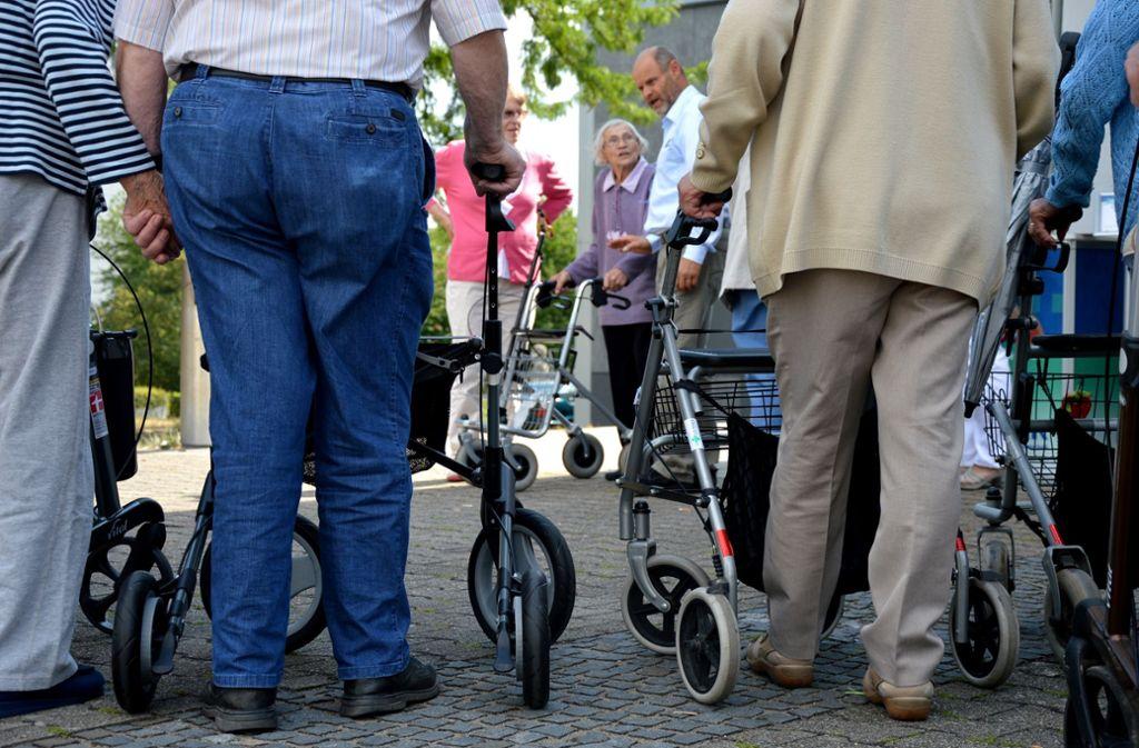 Senioren haben es schwer, auch seniorengerechte Wohnungen finden sie nicht mehr. (Symbolbild) Foto: STZN