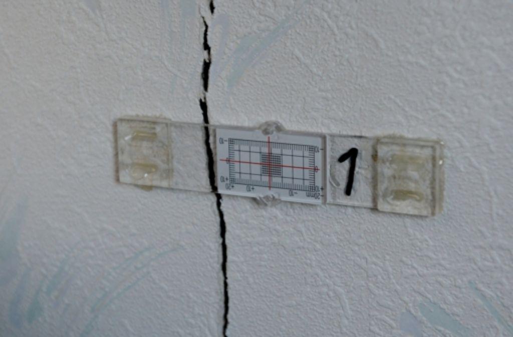Rund hundert Häuser in Böblingen haben bis zu drei Zentimeter breite Risse. Die Schäden werden auf Geothermiebohrungen zurückgeführt. Foto: dpa