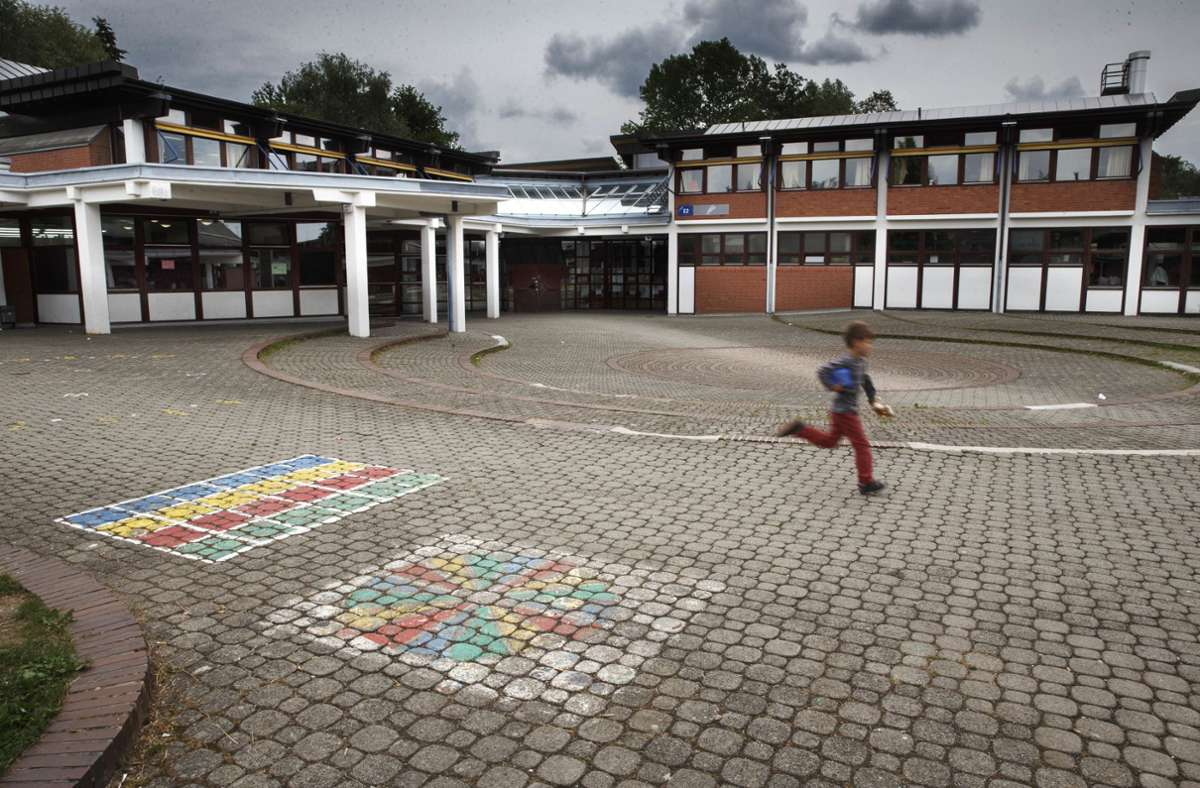 Das Hauptgebäude der Rainbrunnenschule (hier ein Foto aus früheren Tagen) muss nach dem Brand erst einmal geschlossen bleiben. Foto: Gottfried Stoppel