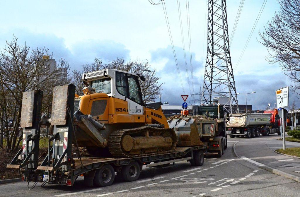 Der Kreisverkehr ist das Nadelöhr. Im Berufsverkehr ist kein Entkommen aus dem Gewerbegebiet. Foto: Sandra Hintermayr