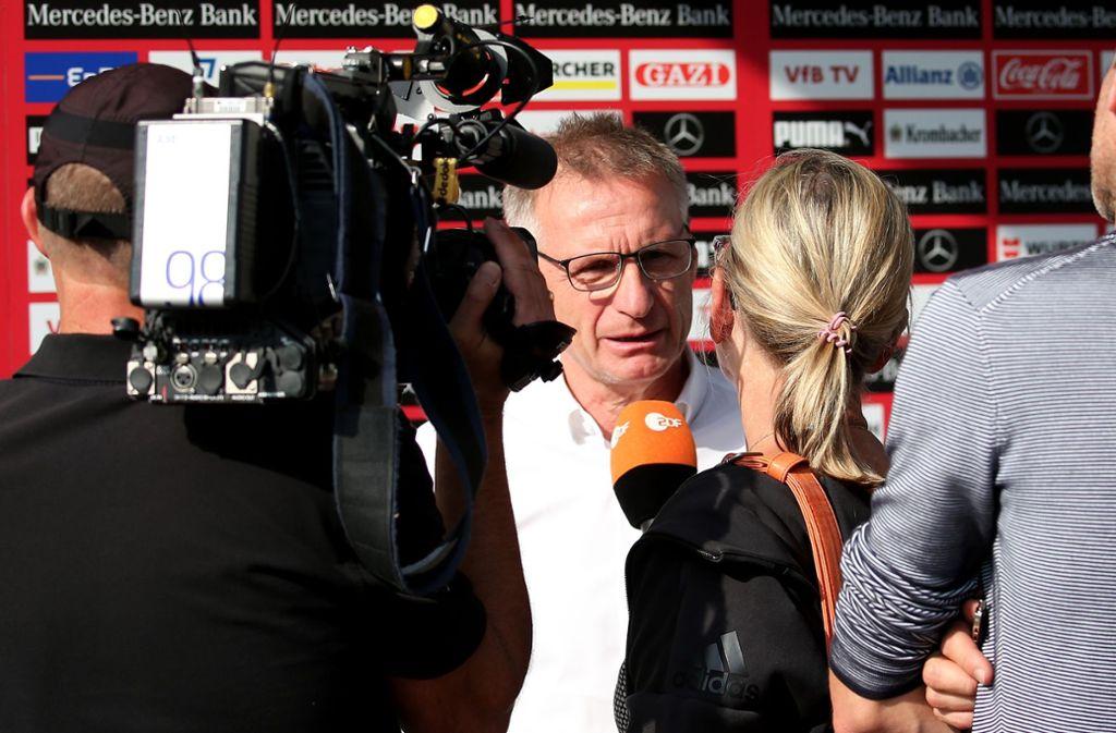 Im Fokus des Interesses: VfB-Sportvorstand Michael Reschke am Tag der Trennung von Trainer Tayfun Korkut. Foto: Baumann