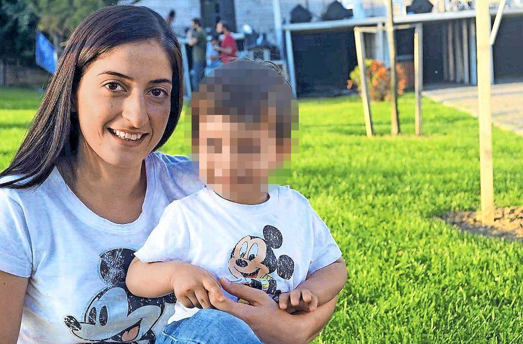 Mesale Tolu und ihr zweijähriger Sohn vor ihrer Inhaftierung Foto: StN