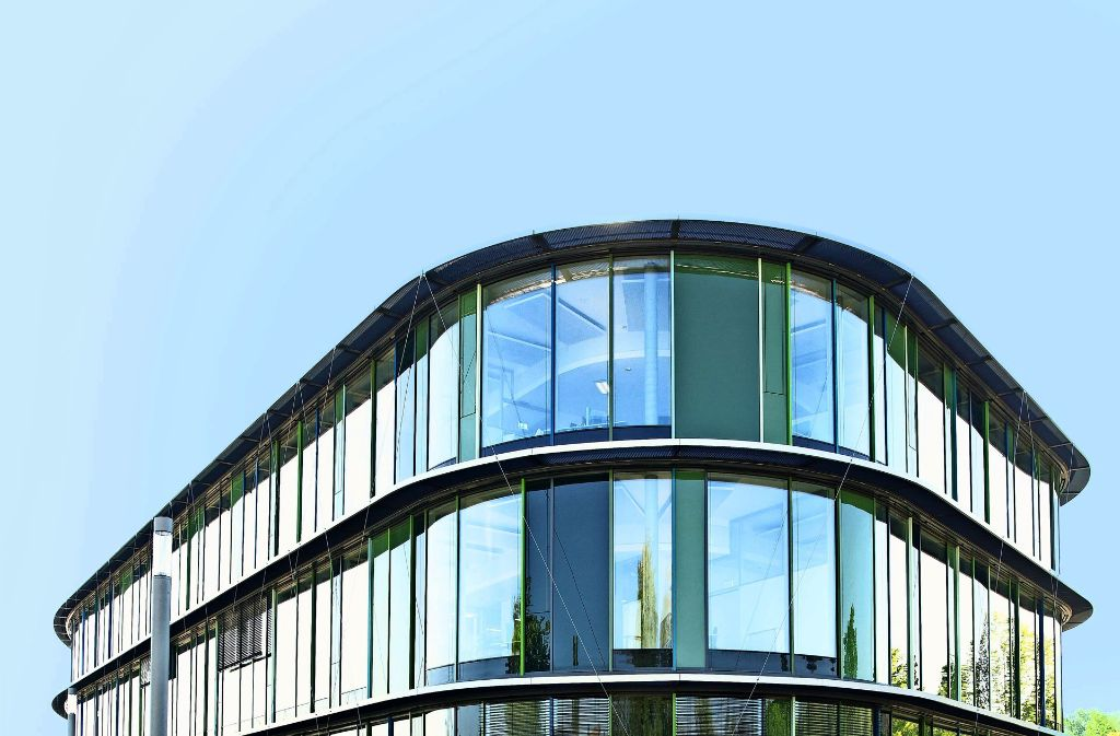 Organische Formen bestimmen das neue Laborgebäude des Naturheilmittel- und Naturkosmetikherstellers Wala auf den  Bad  Boller Badwiesen im Inneren   und im Äußeren. Foto: Wala