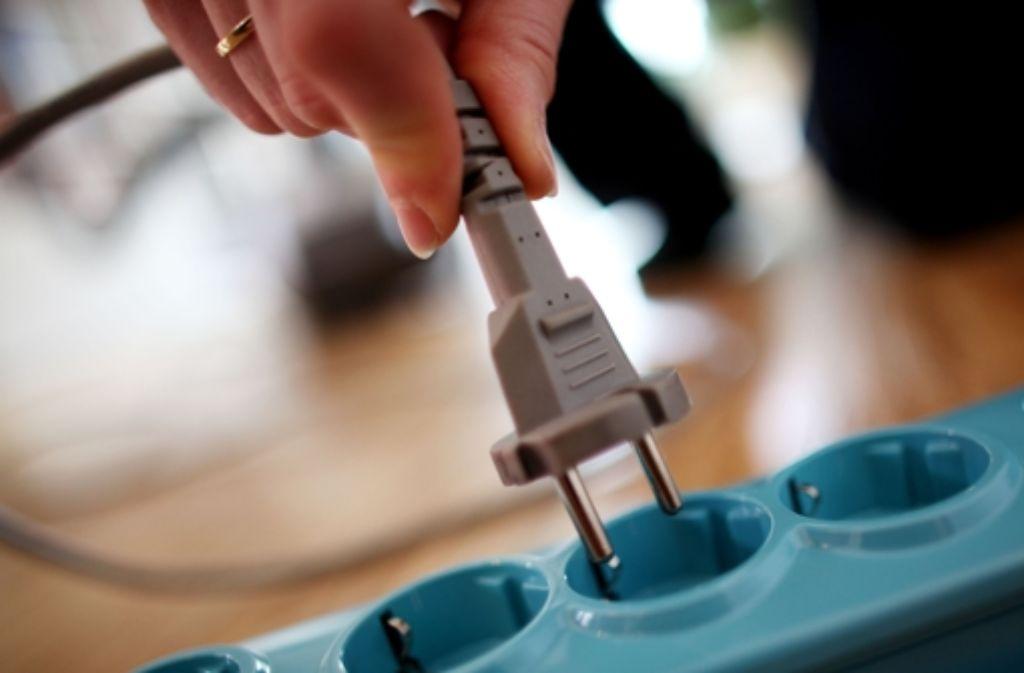 Raus aus der Steckdose – weil das dazugehörige Gerät schon wieder kaputt ist. Foto: dpa